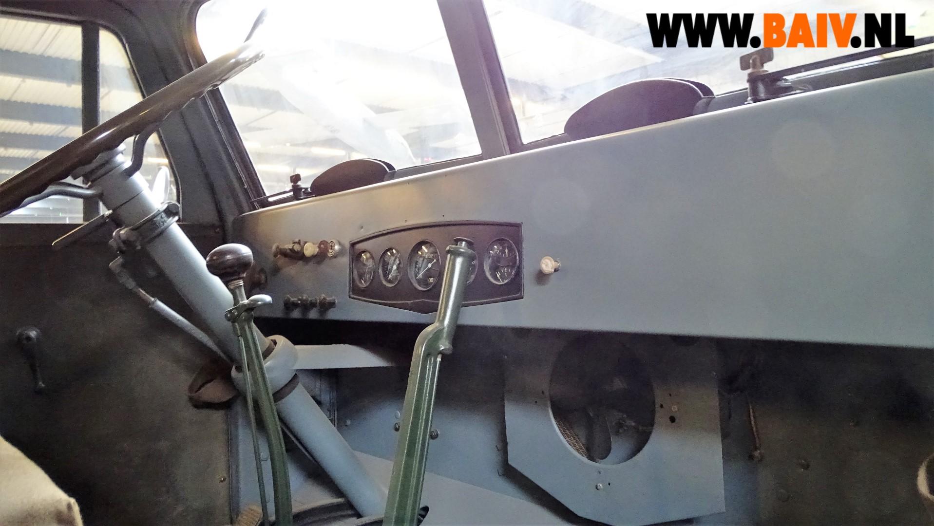 7270 BAIV Oshkosh W709-CT5 with Reliance Semi Trailer 7 ton-11